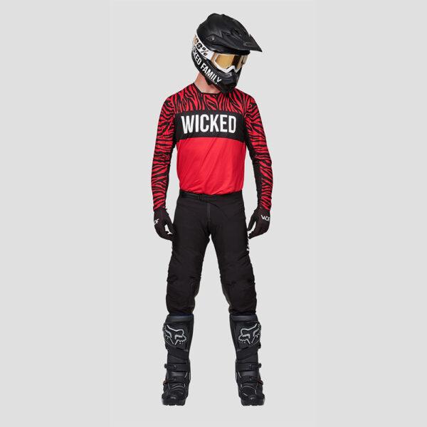 traje wicked family negro y rojo exclusivo en crosscountry shop madrid (2)